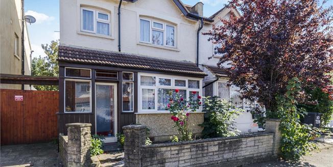 Asking Price £390,000, 3 Bedroom For Sale in Croydon, CR0