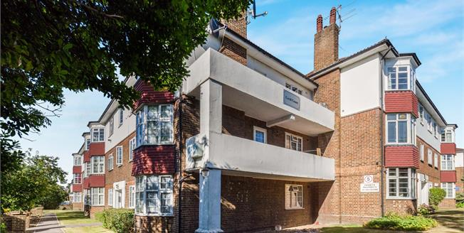Guide Price £330,000, 2 Bedroom Flat For Sale in Croydon, CR0