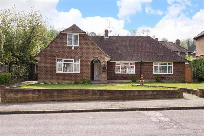 5 Bedroom House For Sale in South Croydon for Asking Price £700,000.