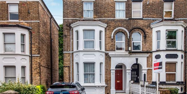Offers in excess of £205,000, 1 Bedroom Flat For Sale in Croydon, CR0