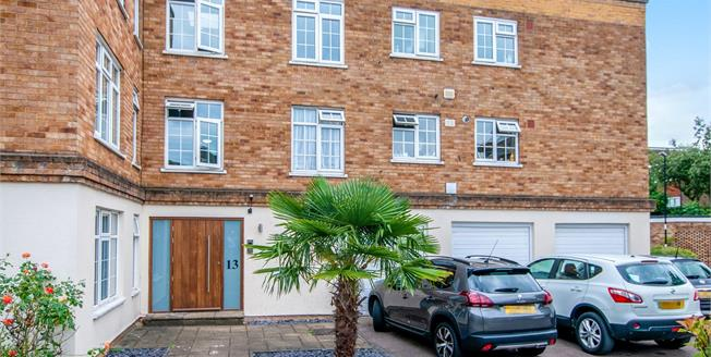 Offers in excess of £325,000, 2 Bedroom Flat For Sale in Croydon, CR0