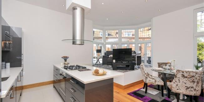 Asking Price £375,000, 2 Bedroom Upper Floor Flat For Sale in South Croydon, CR2