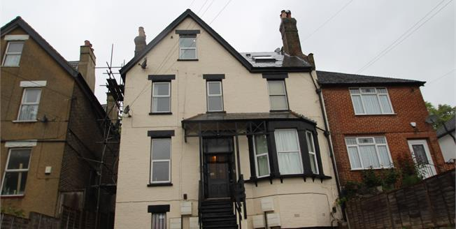 Asking Price £220,000, 1 Bedroom Flat For Sale in South Croydon, CR2