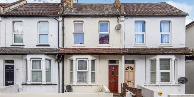Offers in excess of £260,000, 2 Bedroom Maisonette For Sale in Croydon, CR0