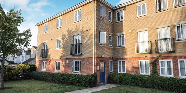 Offers in the region of £275,000, 2 Bedroom Flat For Sale in Croydon, CR0