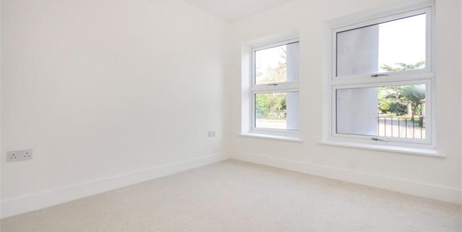 £375,000, 2 Bedroom Flat For Sale in Croydon, CR0