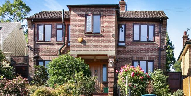 Guide Price £550,000, 4 Bedroom Detached House For Sale in Kenley, CR8