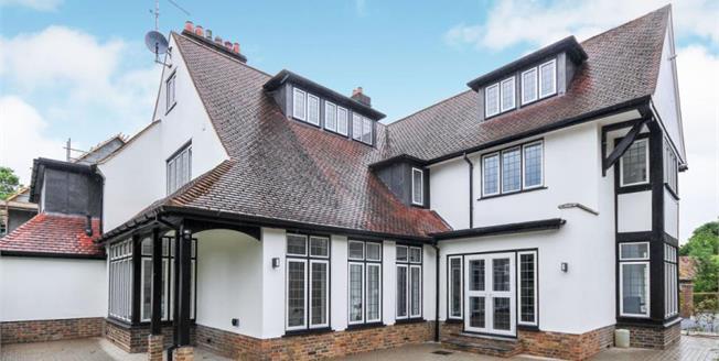 £595,000, 3 Bedroom Ground Floor Flat For Sale in Kenley, CR8