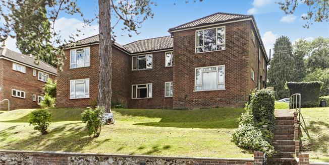 Guide Price £290,000, 2 Bedroom Maisonette For Sale in Kenley, CR8
