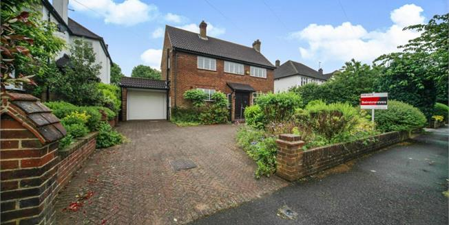 £800,000, 4 Bedroom Detached House For Sale in Purley, CR8