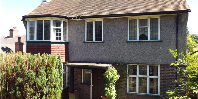 Guide Price £500,000, 4 Bedroom Detached House For Sale in Purley, CR8