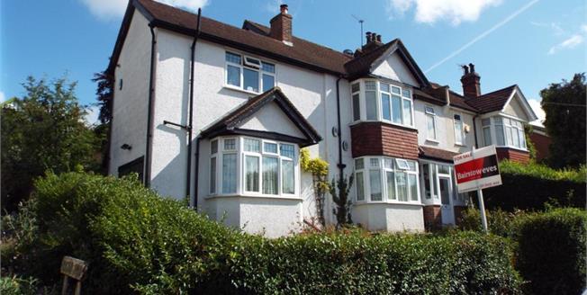 Guide Price £375,000, 2 Bedroom Maisonette For Sale in Coulsdon, CR5