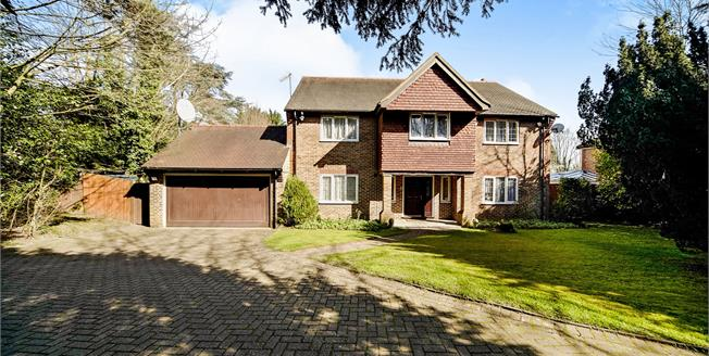 Asking Price £1,550,000, 5 Bedroom Detached House For Sale in Purley, CR8