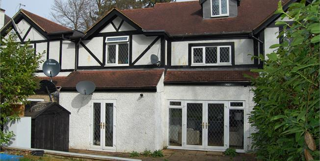 Asking Price £385,000, 2 Bedroom Flat For Sale in Purley, CR8