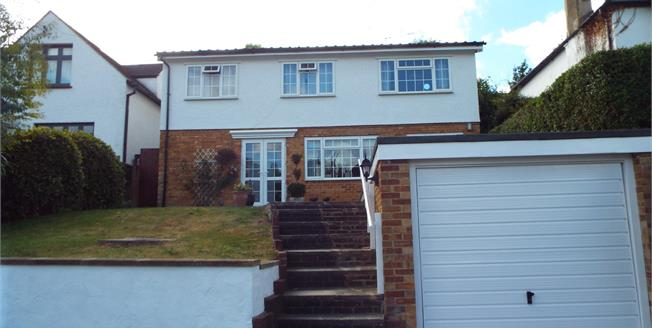 Guide Price £700,000, 4 Bedroom Detached House For Sale in Purley, CR8