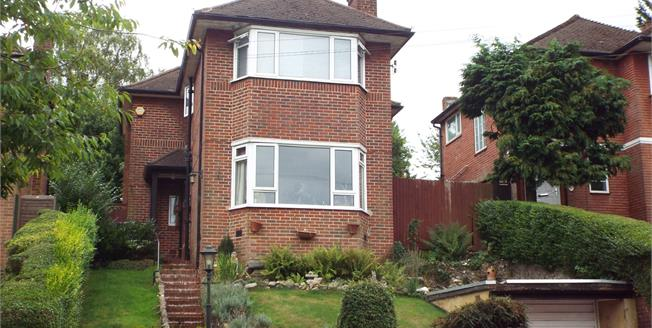Guide Price £600,000, 4 Bedroom Detached House For Sale in Purley, CR8