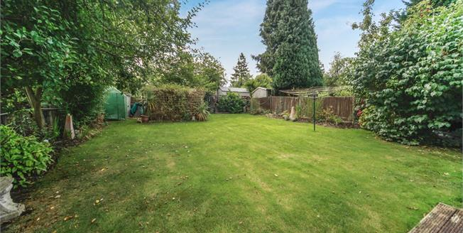 Guide Price £550,000, 4 Bedroom House For Sale in Purley, CR8