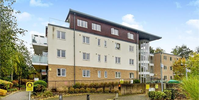 Fixed Price £155,000, 2 Bedroom Flat For Sale in South Croydon, CR2
