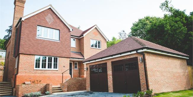 £900,000, 5 Bedroom Detached House For Sale in Selsdon, CR2