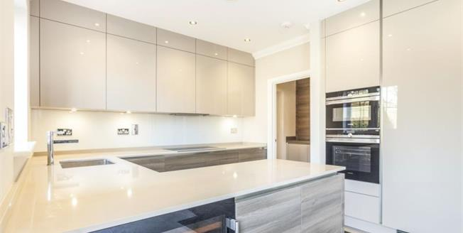 £800,000, 4 Bedroom Detached House For Sale in South Croydon, CR2