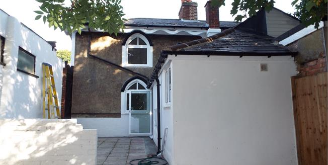 Offers in the region of £350,000, 3 Bedroom Semi Detached House For Sale in South Croydon, CR2