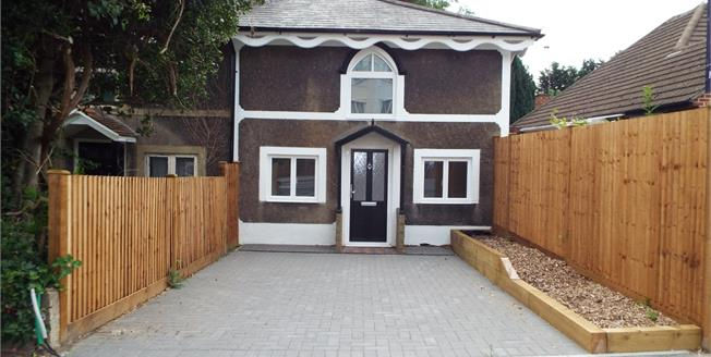 £335,000, 3 Bedroom Semi Detached House For Sale in South Croydon, CR2