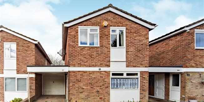 Offers in excess of £415,000, 4 Bedroom Link Detached House For Sale in Croydon, CR0