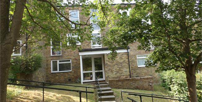 Guide Price £205,000, 1 Bedroom Flat For Sale in Croydon, CR0