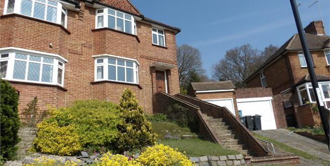 Guide Price £465,000, 3 Bedroom Semi Detached House For Sale in Croydon, CR0