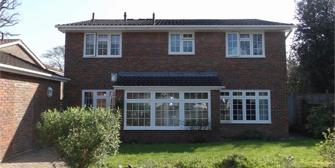Guide Price £690,000, 4 Bedroom Detached House For Sale in South Croydon, CR2