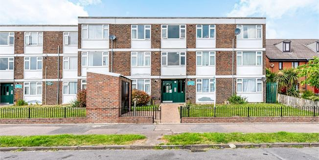 Asking Price £290,000, 2 Bedroom Flat For Sale in South Croydon, CR2