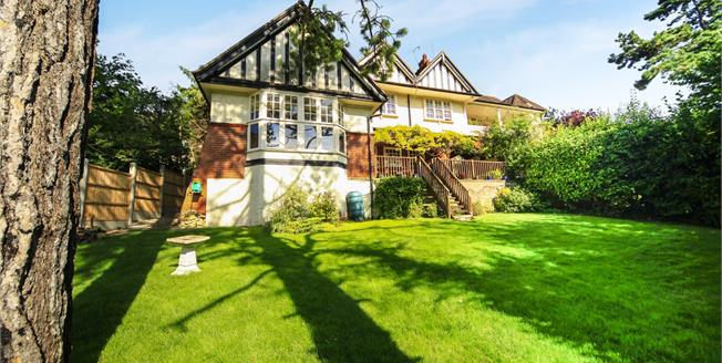 Guide Price £450,000, 2 Bedroom Maisonette For Sale in South Croydon, CR2