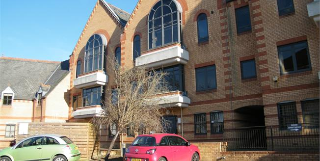 Asking Price £270,000, 1 Bedroom Flat For Sale in Surrey, CR3