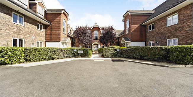 Offers Over £315,000, 2 Bedroom Flat For Sale in South Croydon, CR2