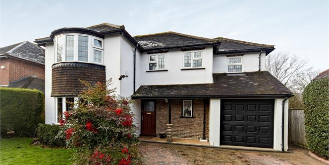Guide Price £825,000, 4 Bedroom Detached House For Sale in South Croydon, CR2