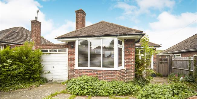 Guide Price £400,000, 2 Bedroom Link Detached House Bungalow For Sale in South Croydon, CR2