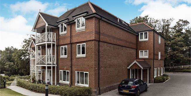 Guide Price £390,000, 2 Bedroom Flat For Sale in South Croydon, CR2