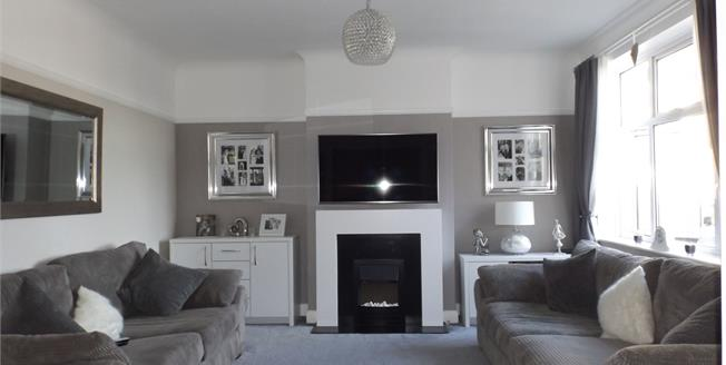 Guide Price £265,000, 2 Bedroom Flat For Sale in South Croydon, CR2
