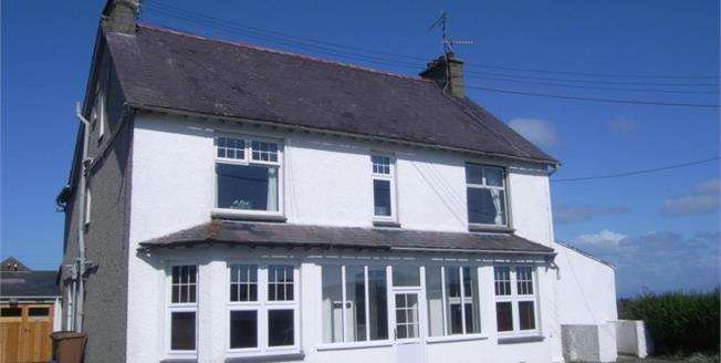 £168,000, 2 Bedroom Detached Flat For Sale in Abersoch, LL53