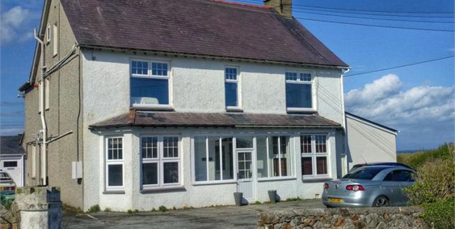 £249,000, 2 Bedroom Flat For Sale in Abersoch, LL53