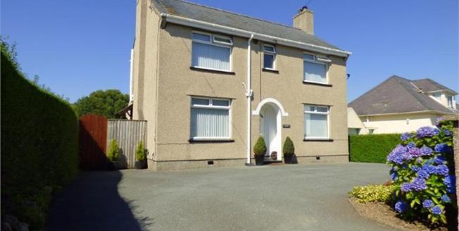 £245,000, 3 Bedroom Detached House For Sale in Llanbedrog, LL53