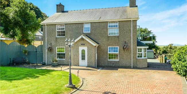 Asking Price £465,000, 3 Bedroom Detached House For Sale in Llanengan, LL53