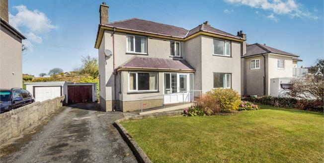 Asking Price £220,000, 4 Bedroom Detached House For Sale in Llanbedrog, LL53