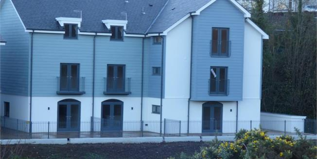 £375,000, 2 Bedroom Upper Floor Flat For Sale in Pen Y Bont By The River Side, LL53