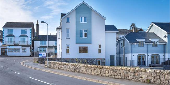 £165,000, 2 Bedroom Upper Floor Flat For Sale in Pen Y Bont By The River Side, LL53