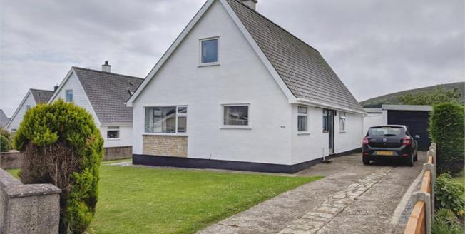 £259,000, Detached House For Sale in Mynytho, LL53