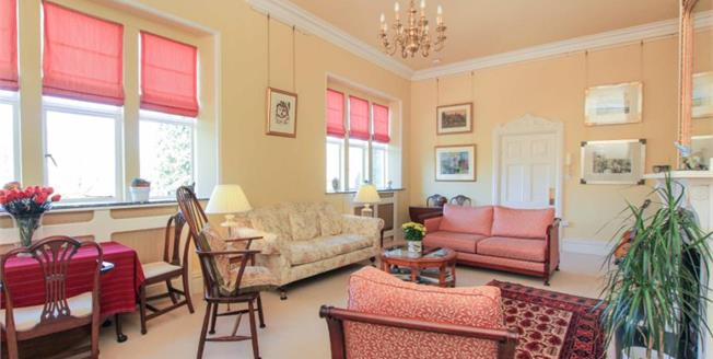 Guide Price £520,000, 3 Bedroom Flat For Sale in Pulborough, RH20
