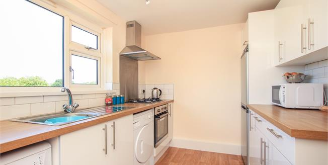 Asking Price £185,000, 2 Bedroom Flat For Sale in Storrington, RH20