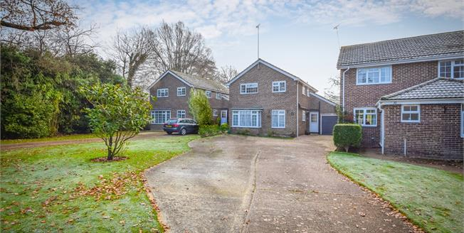 Guide Price £475,000, 4 Bedroom Detached House For Sale in Storrington, RH20