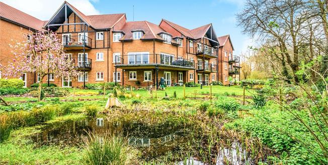 Guide Price £260,000, 1 Bedroom Flat For Sale in Storrington, RH20